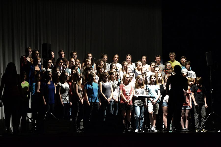 Chor-Soundcheck in Bietigheim. 60 motivierte und talentierte Teens über 8 Kondensator-Mikrofone und 4 dynamische Handmikrofone.